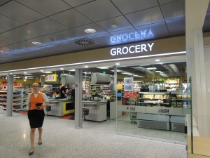 2016/05/23 Helsinki Airport Terminal 2 Alepa Grocery VeganTravel Vegan Travel