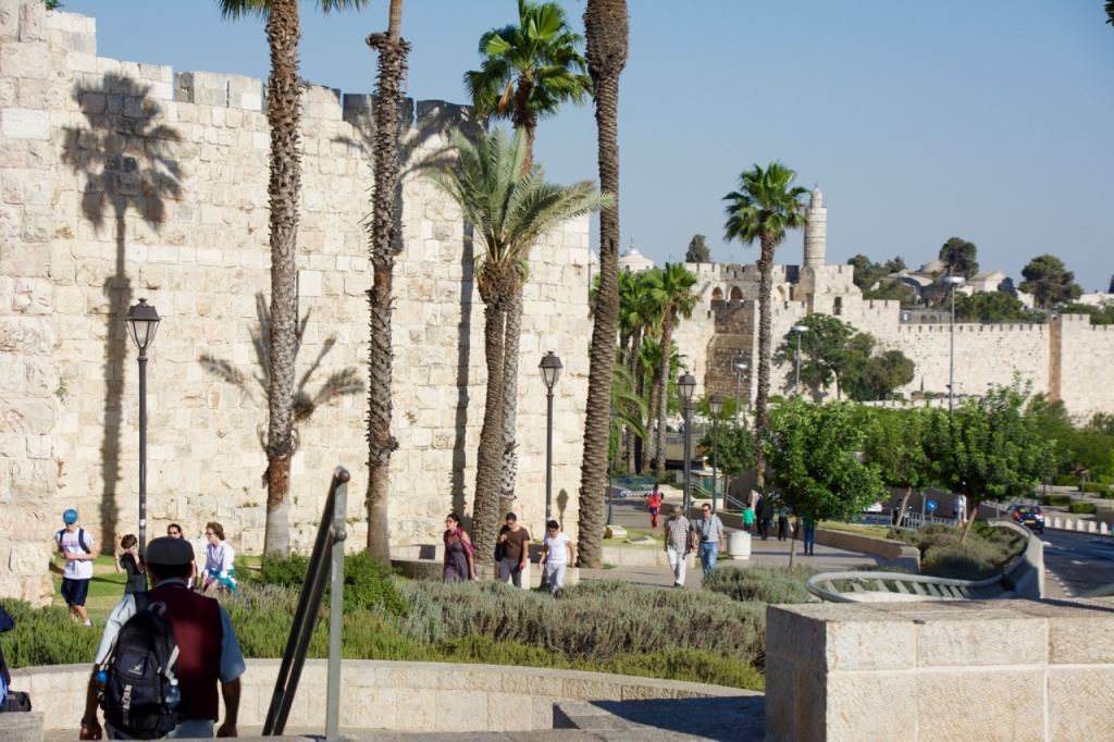 Walk to Jerusalem's Old City - Vegan Travel