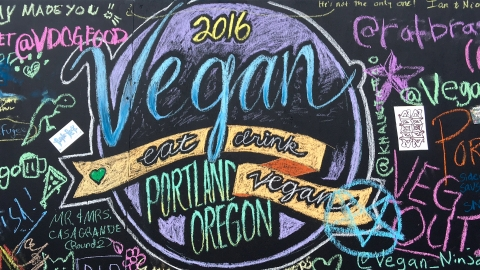 A VEGAN GUIDE TO PORTLAND, OREGON + more PDX guides!
