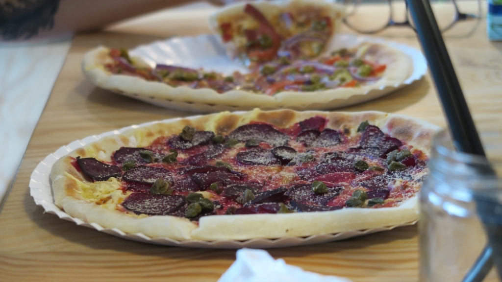 vege pizza beetroot