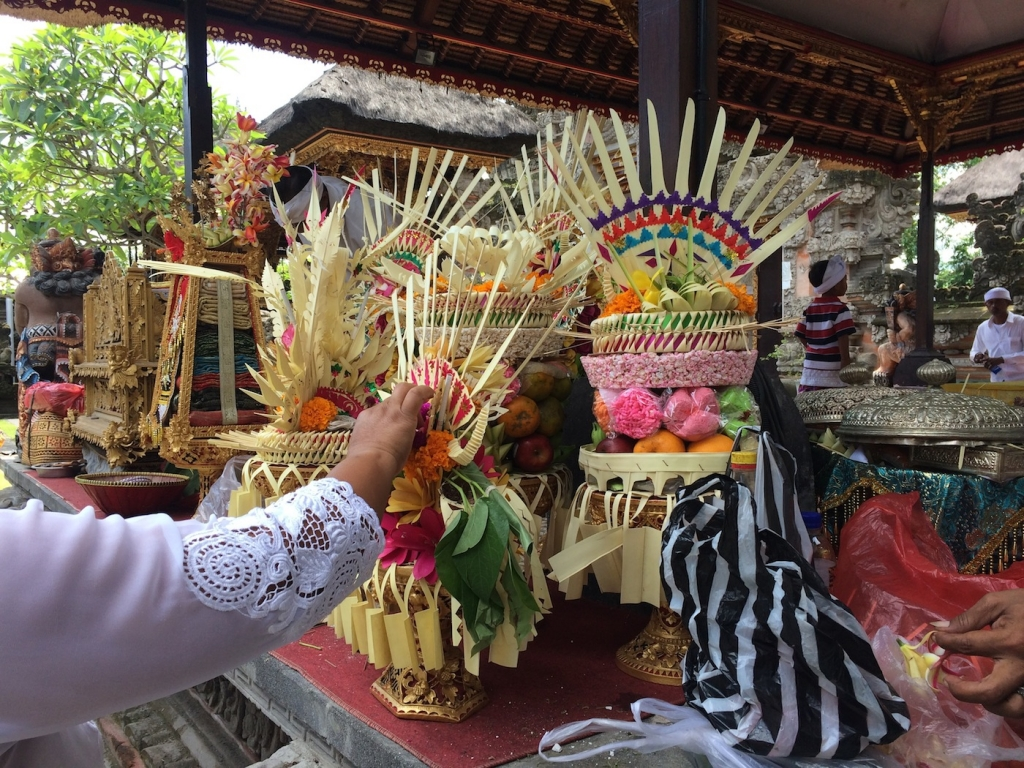 canang sari gifts to the gods